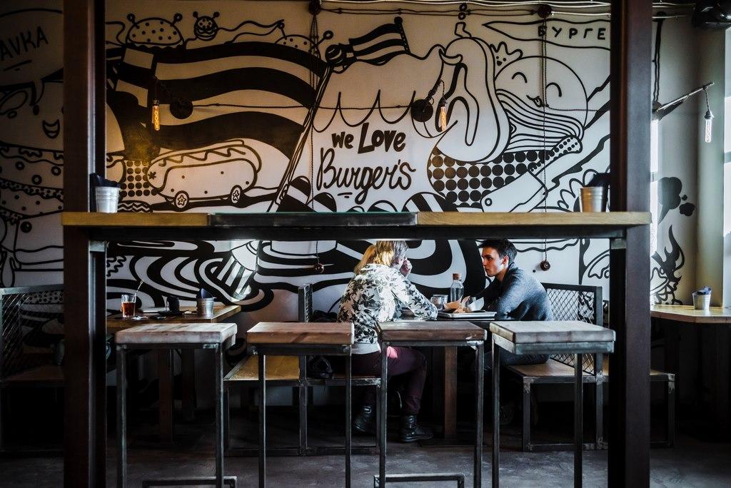 Оформление интерьера сети бургерных «Мясная лавка»
